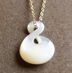 Mother of Pearl Single Twist Necklace